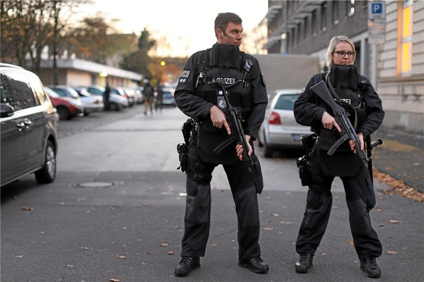 Polizei durchsucht Schule in Duisburg