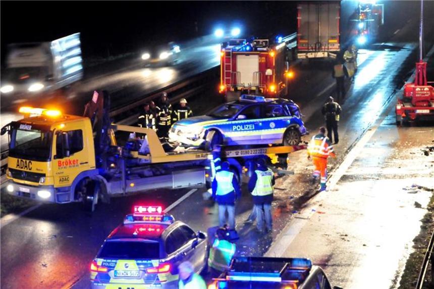 A61 bei Viersen: Polizistin stirbt bei LKW-Unfall - Fahrer war betrunken