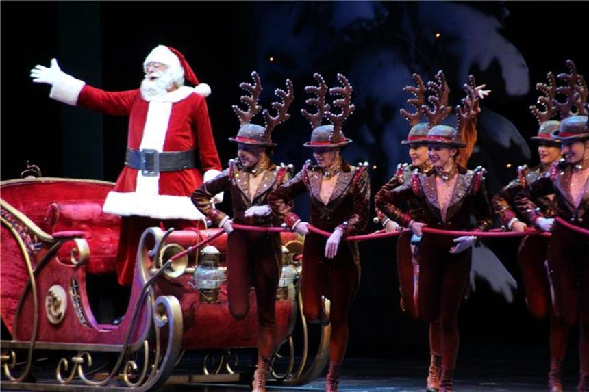 New Yorker Rockettes eröffnen Weihnachtssaison mit Drohnen