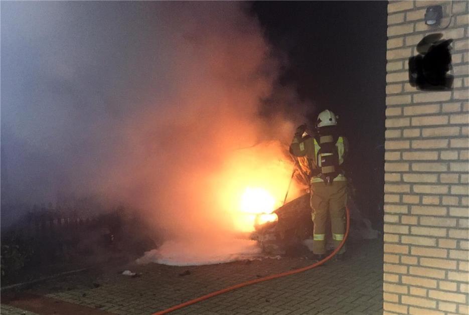 Feuerwehr löschte Pkw-Brand - zwei weitere Autos wurden in Mitleidenschaft gezogen - Dorstener Zeitung
