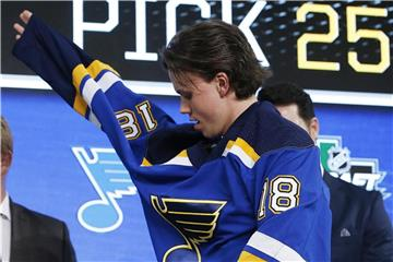 Dominik Bokk im Trikot der St. Louis Blues. Foto: Michael Ainsworth/AP