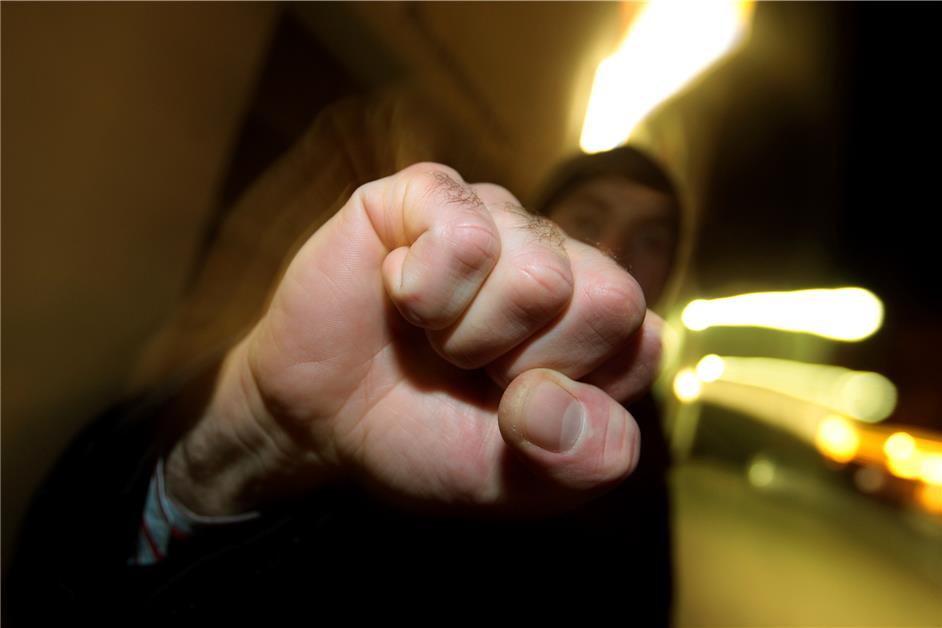 Vier Männer schlagen Dorstener (25) am Kirchplatz zusammen - Dorstener Zeitung