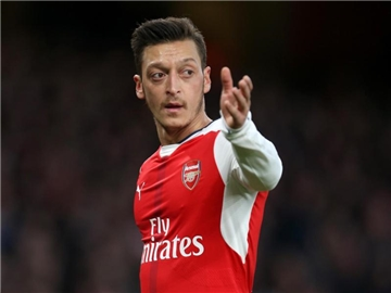 Mesut Özil will mit dem FC Arsenal in die Champions League. Foto: Steven Paston